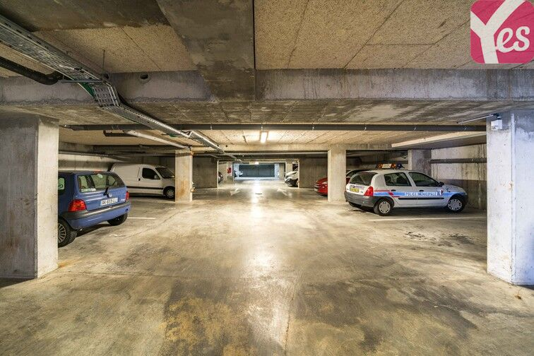 Parking Cenon - La Morlette location