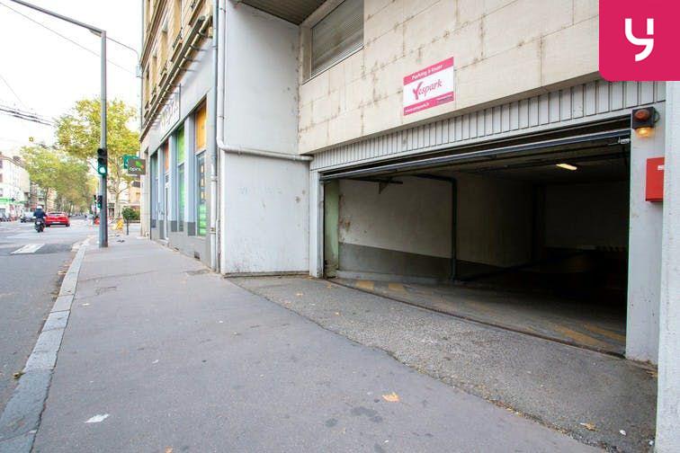 L'entrée de votre parking se trouve au 162 avenue Félix Faure