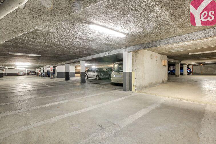 Le parking dispose d'accès sécurisés