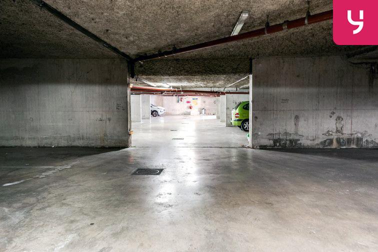 Le parking est propre et les places sont spacieuses