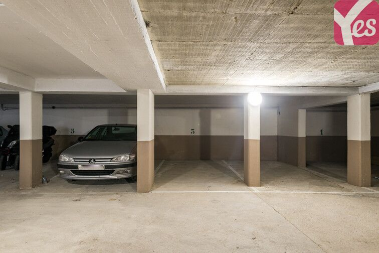 Parking Square Léon - Château Rouge - Paris caméra