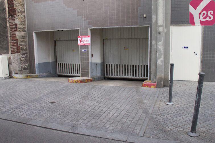 Portes voitures situées au 21 rue Lecuyer, Saint-Ouen