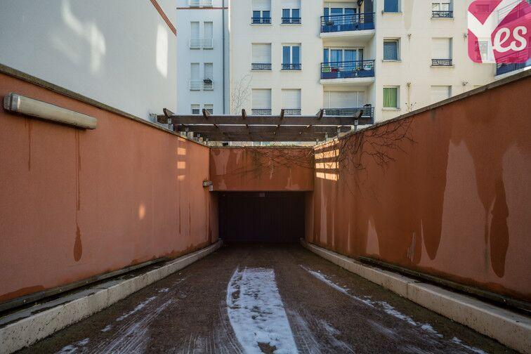 Parking Métro Pierre et Marie Curie souterrain