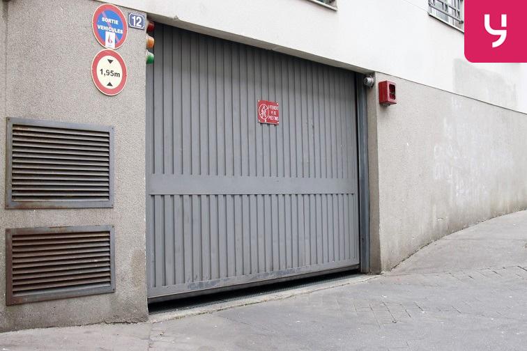 Porte voiture située au 12 rue des Rigoles