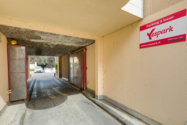 Parking Gare de Saint Fons garage
