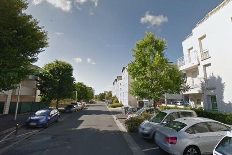 Parking Place du Champ Chardon - Orléans sécurisé
