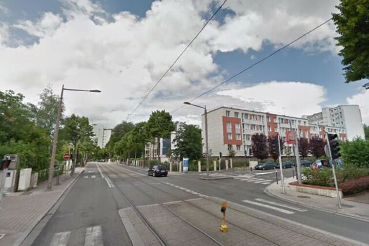 Parking Mairie de proximité - Saint Marceau - Orléans 24/24 7/7