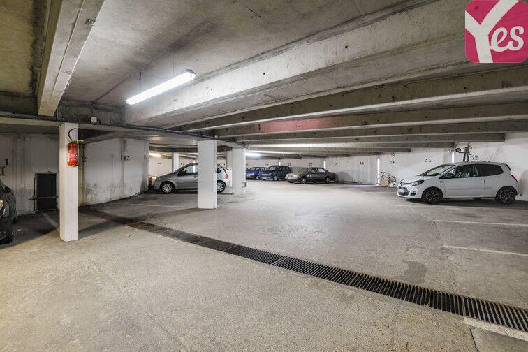 Parking Lycée Emilie de Breteuil - Montigny-le-Bretonneux avis