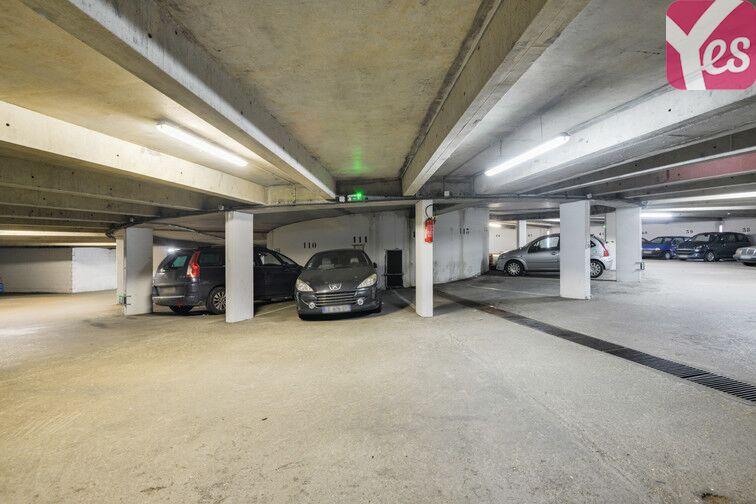 Parking Lycée Emilie de Breteuil - Montigny-le-Bretonneux rue des Coquelicots