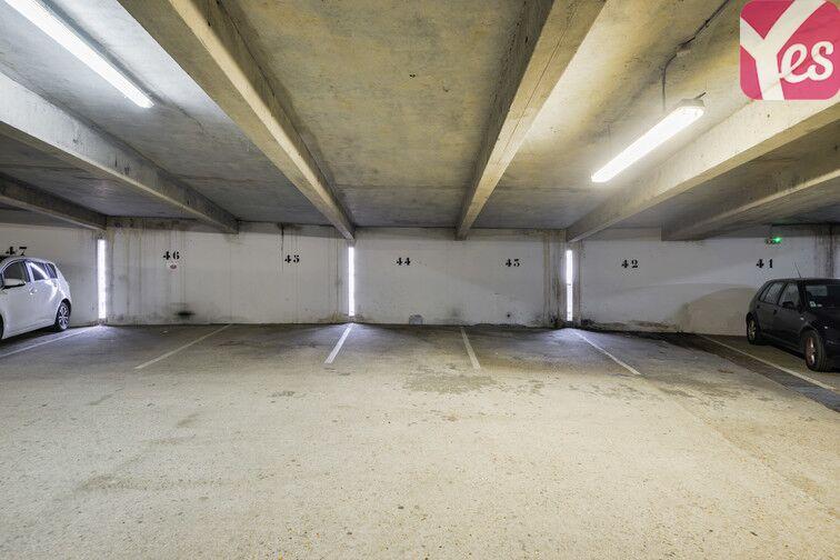 Parking Lycée Emilie de Breteuil - Montigny-le-Bretonneux garage