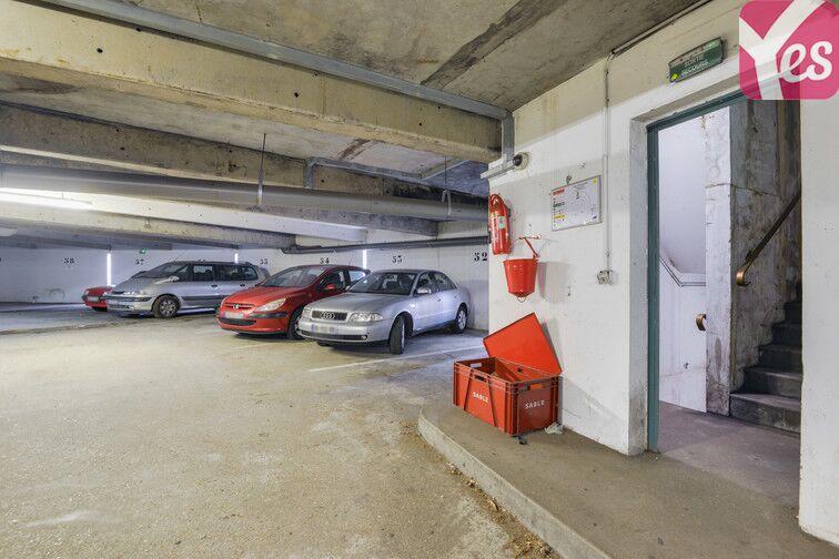 Parking Lycée Emilie de Breteuil - Montigny-le-Bretonneux 24/24 7/7
