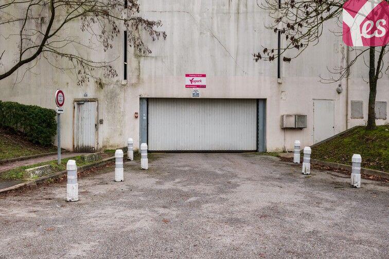 Parking Lycée Emilie de Breteuil - Montigny-le-Bretonneux souterrain