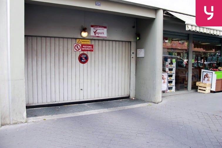 La porte de votre parking Yespark au 131 rue Brancion est équipée d'un feu pour indiquer si la rampe est libre