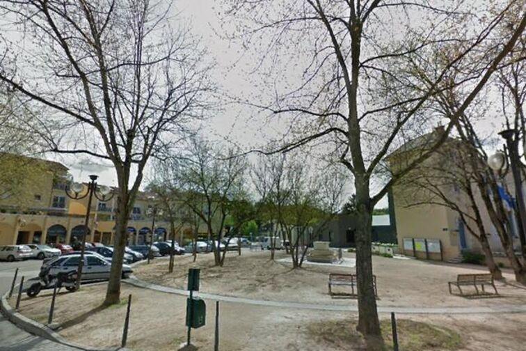 Parking Mairie de Fontaine-Saint-Martin (box) en location