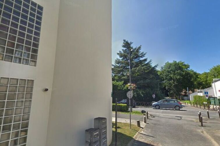 Location parking Mairie d'Emerainville