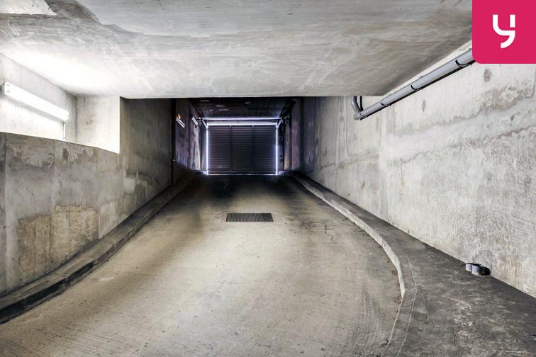 location parking Aubagne - Jeu de ballon