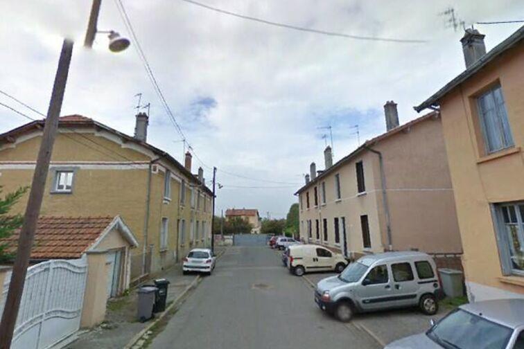 Parking Louise Michel - Montreuil (aérien) gardien
