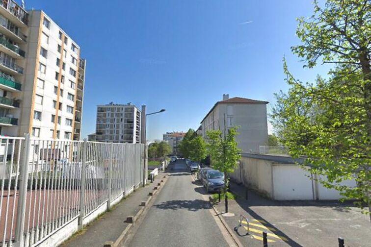 Parking Eglise Saint Charles des Ruffins - Montreuil (box) avis