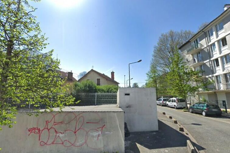 Parking Eglise Saint Charles des Ruffins - Montreuil (box) location mensuelle