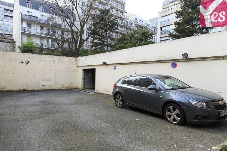 Parking Eglise Notre Dame des Lourdes - Paris 20 (place moto) souterrain