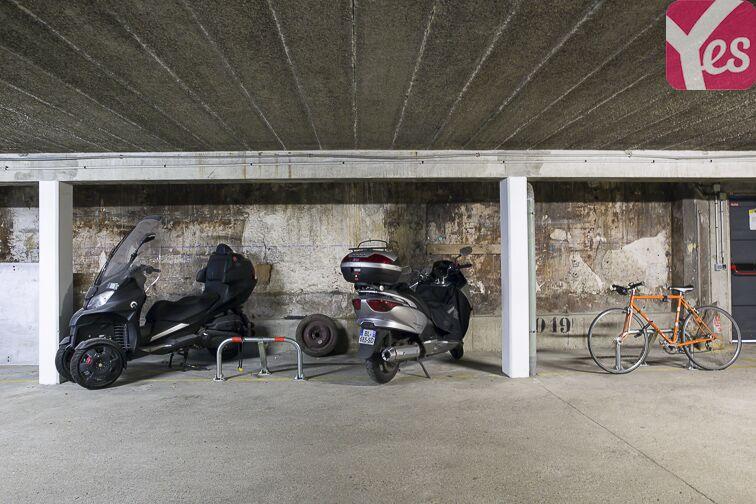 Parking Eglise Notre Dame des Lourdes - Paris 20 (place moto) box