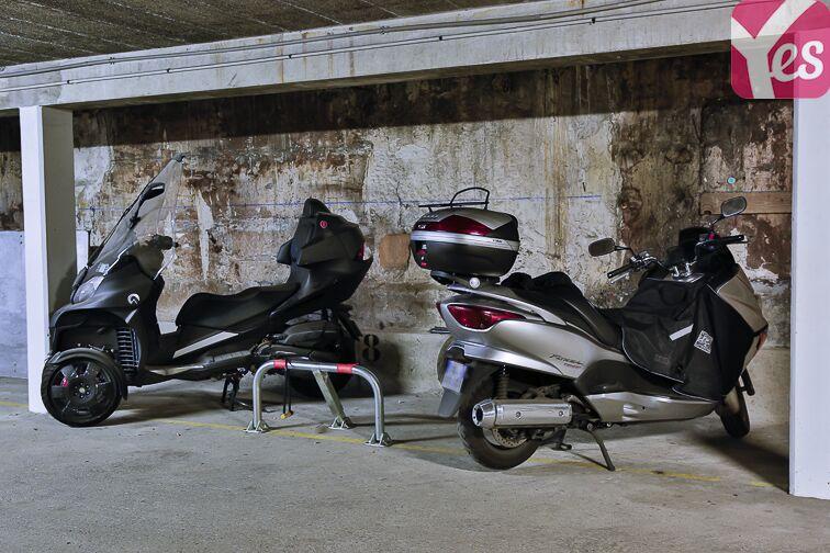 Parking Eglise Notre Dame des Lourdes - Paris 20 (place moto) location