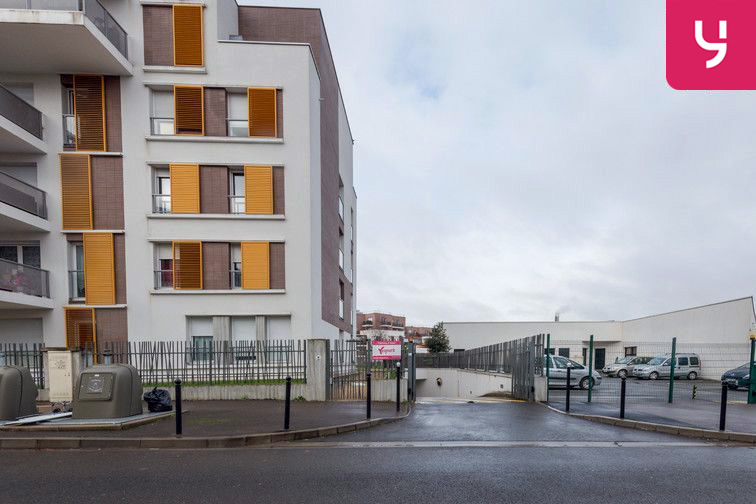Parking Gare de Fontenay-le-Fleury (place moto) en location