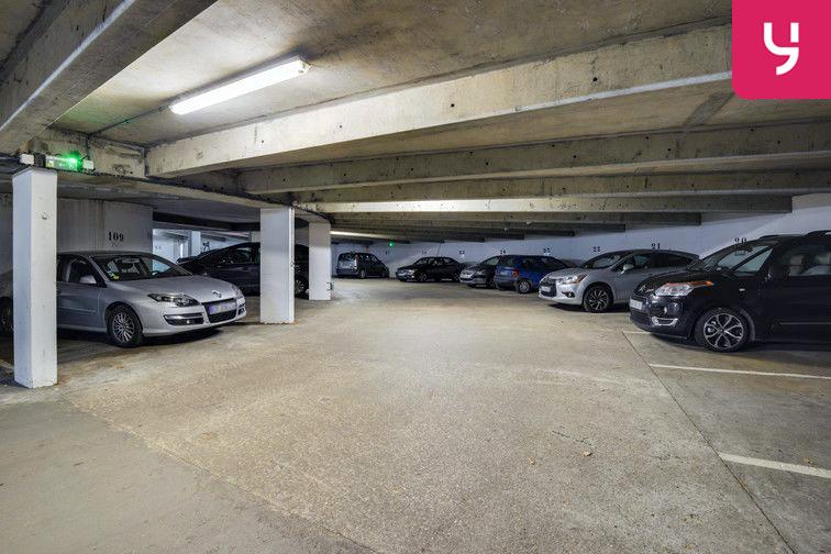 Parking Lycée Emilie de Breteuil - Montigny-le-Bretonneux (place moto) en location