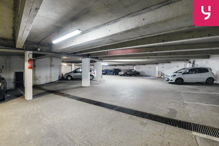 Parking Lycée Emilie de Breteuil - Montigny-le-Bretonneux (place moto) gardien