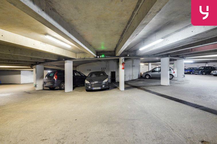 Parking Lycée Emilie de Breteuil - Montigny-le-Bretonneux (place moto) rue des Coquelicots