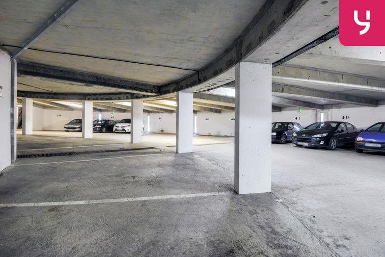 Parking Lycée Emilie de Breteuil - Montigny-le-Bretonneux (place moto) 24/24 7/7