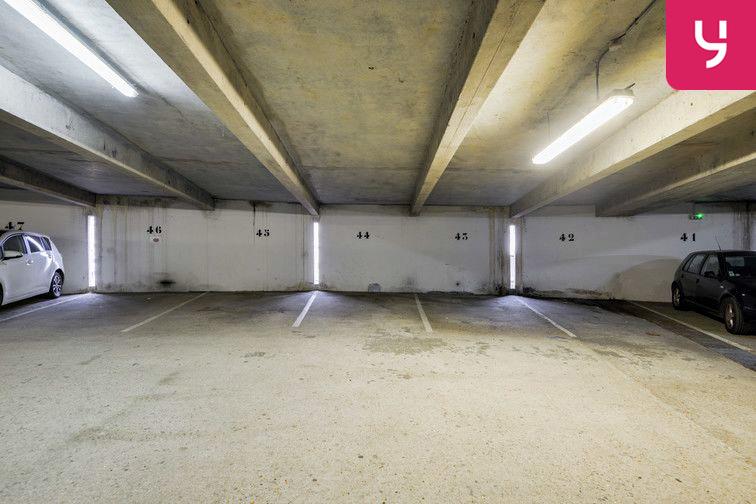 Parking Lycée Emilie de Breteuil - Montigny-le-Bretonneux (place moto) sécurisé