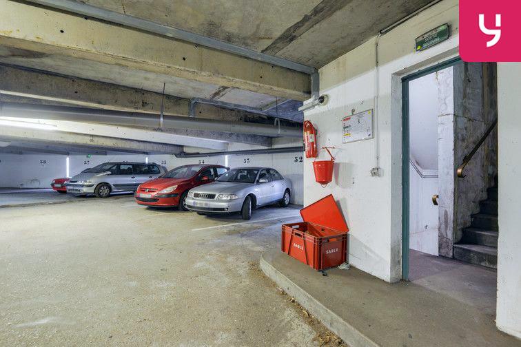 Parking Lycée Emilie de Breteuil - Montigny-le-Bretonneux (place moto) pas cher