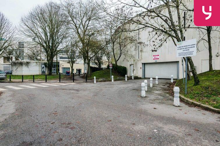 Parking Lycée Emilie de Breteuil - Montigny-le-Bretonneux (place moto) caméra