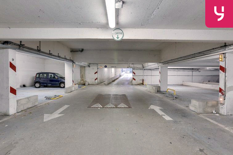 Parking Square Monseigneur Maillet - Paris 19 (place moto) 24/24 7/7