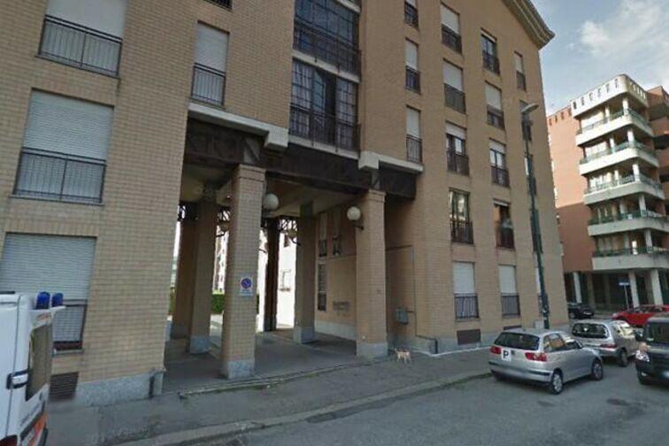 Posti auto in affitto a Torino, parcheggio con ampi posti auto