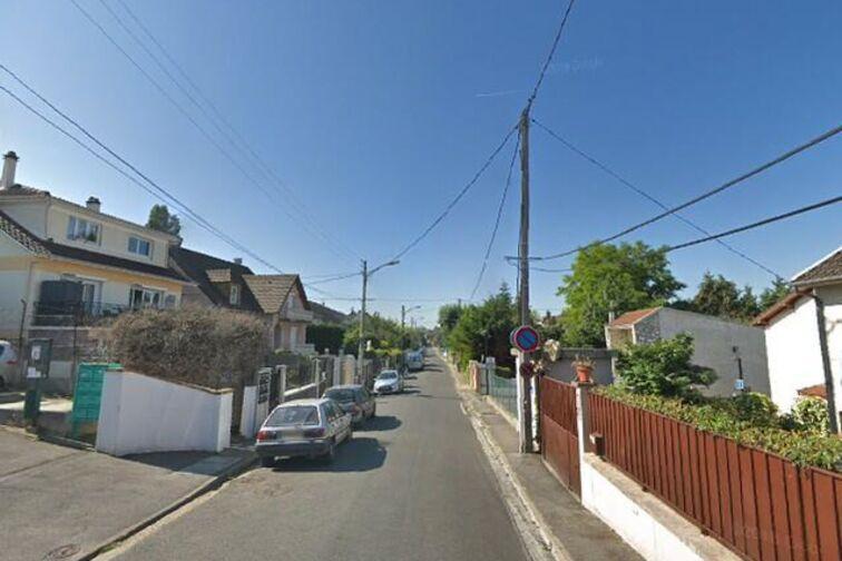 Parcheggio Lycée Polyvalent Marx-Dormoy - Champigny-sur-Marne 24/24 7/7