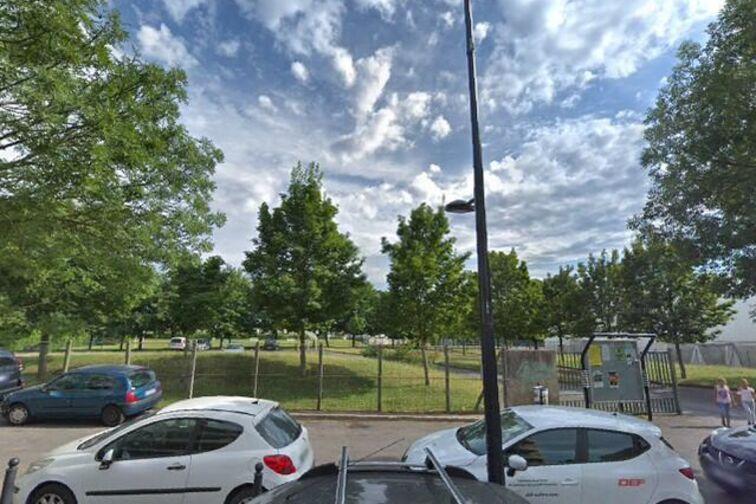 Parking Ecole Eugénie Cotton - Champigny-sur-Marne 24/24 7/7