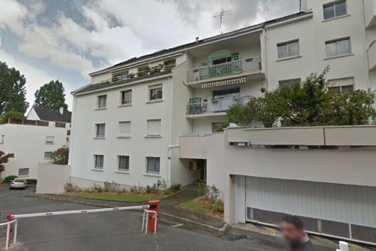 Parking Crèche Bilingue Hansel et Gretel - Nantes avis
