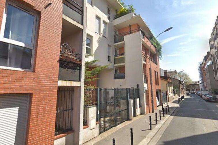 Parking Stade Pablo Neruda - Rue du Docteur Léonce Basset - Saint-Ouen garage