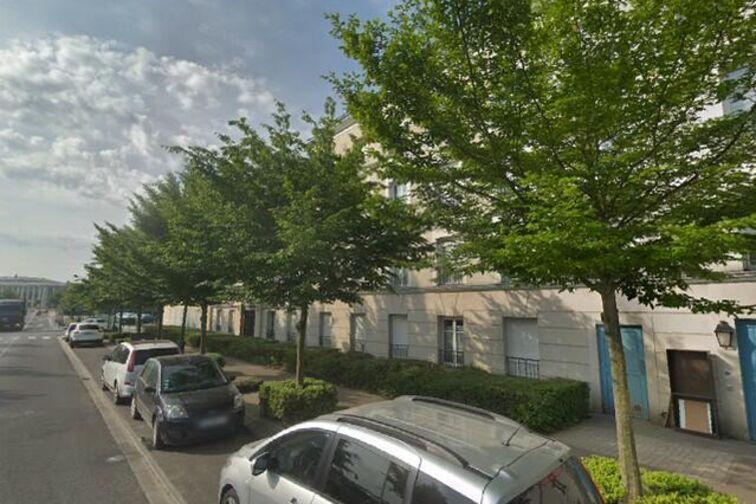 Parking Lycée Émilie du Châtelet - Serris (box) 77700