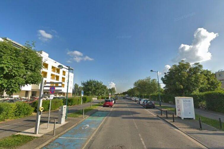 Parking Avenue Francois Mitterrand - Montévrain pas cher