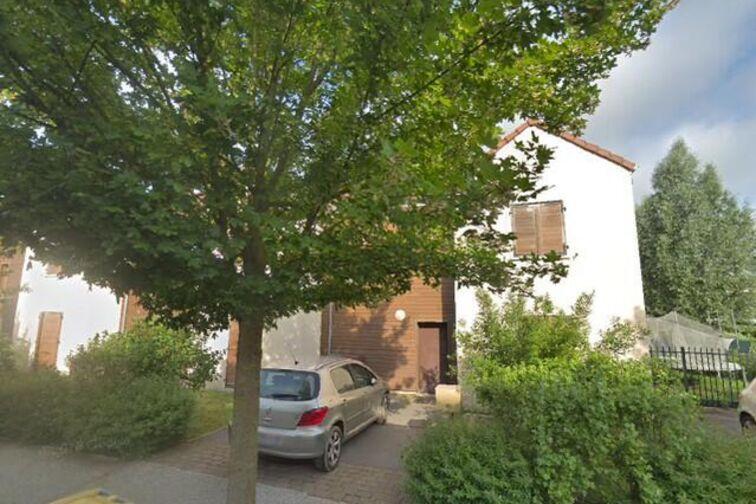 Parking Chêne Saint-Fiacre - Bussy-Saint-Georges garage