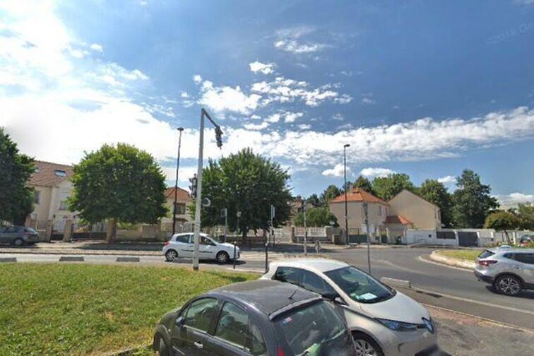 Parking Parc du plateau - Meilliers - Champigny-sur-Marne garage