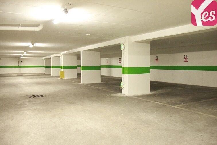 Parking propre et bien éclairé