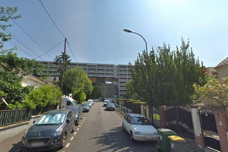 Parking Paroisse St Stanislas Blagis - Bagneux sécurisé