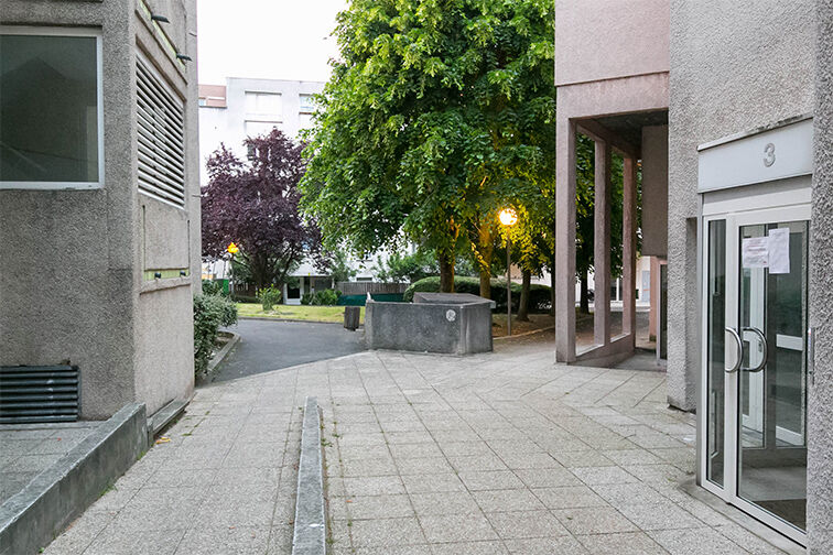 Parking Avenue Henri Ravera - Cimetière parisien - Bagneux 24/24 7/7
