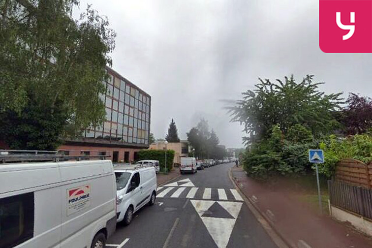 Parking Lycée René Cassin - Gare RER - Noisiel 33 et 33bis Grande Allée du 12 Février 1934