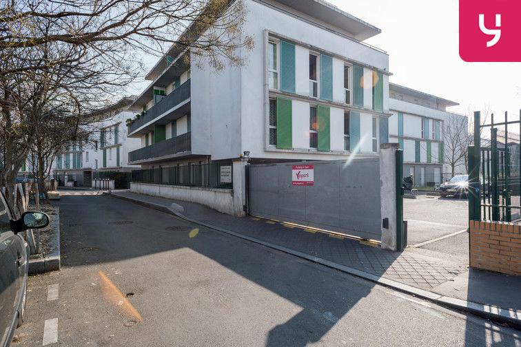 Parking Collège Barbara - Pierrefitte-sur-Seine (place moto) à louer