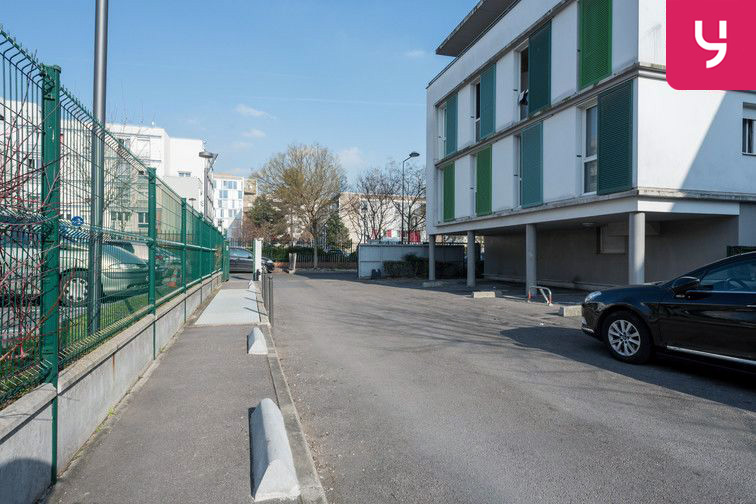 Parking Collège Barbara - Pierrefitte-sur-Seine (place moto) 93380